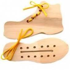Деревянная игрушка Шнуровка Кед и ботинок KOMAROVTOYS К 125